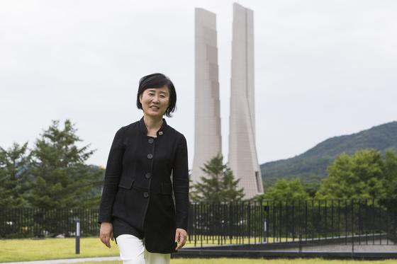 개관 30주년을 맞은 충남 천안의 독립기념관 윤주경 관장이 기념관을 둘러보고 있다. [사진 독립기념관]