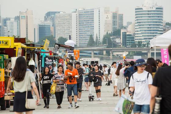 '푸드트럭100'행사에 모인 시민들. [사진 서울시]