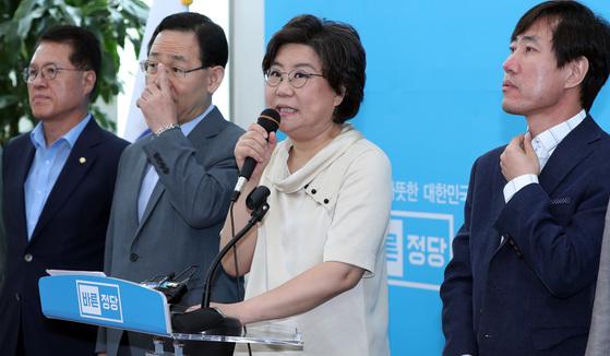 이혜훈 바른정당 대표가 7일 오전 국회에서 최고위원회의 내용을 브리핑하고 있다. 박종근 기자