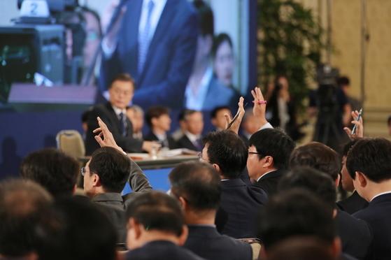 문재인 대통령이 17일 청와대 영빈관에서 취임 100일 기자회견을 했다. [사진제공 청와대]