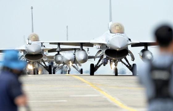'2016 UFG(을지프리덤가디언·Ulchi-Freedom Guardian)훈련' 모습. 지난해 8월 22일, 충북 청주 공군 제29전술개발훈련비행전대에서는 UFG 훈련 일환으로 우리 공군의 단독 대규모 공중 종합전투훈련인 '소링 이글(Soaring Eagle)훈련'이 실시됐다. [프리랜서 김성태]