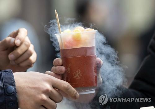 섭취시 액체질소를 함께 먹을 수 있다는 문제점이 제기된 '용가리 과자'. [연합뉴스]