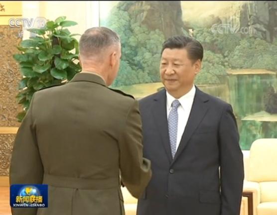시진핑 중국 국가주석이 17일 베이징 인민대회당에서 조지프 던퍼드 미국 합참의장과 회견을 갖고 미중 군사 협력을 논의했다. [사진=CC-TV 캡처]