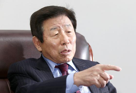 노무현 정부 초대 청와대 정무수석이었던 유인태 전 의원.[중앙포토]