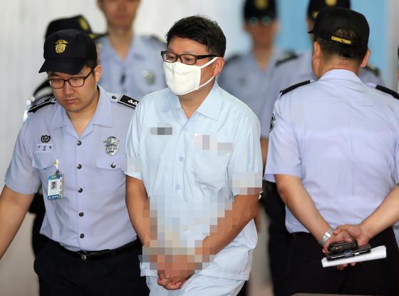 항소심 재판에 출석할 때의 정운호 전 네이처리퍼블릭 대표. [연합뉴스]