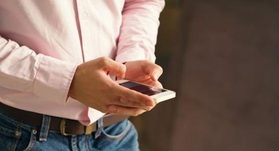 화장실에 스마트폰을 가지고 가는 당신은…혹시 20대? [중앙포토]