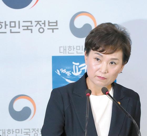 김현미 국토교통부 장관이 세를 끼고 투자하는 갭투자를 투기로 규정하는 등 부동산 투기에 대해 강력 경고하고 있다.