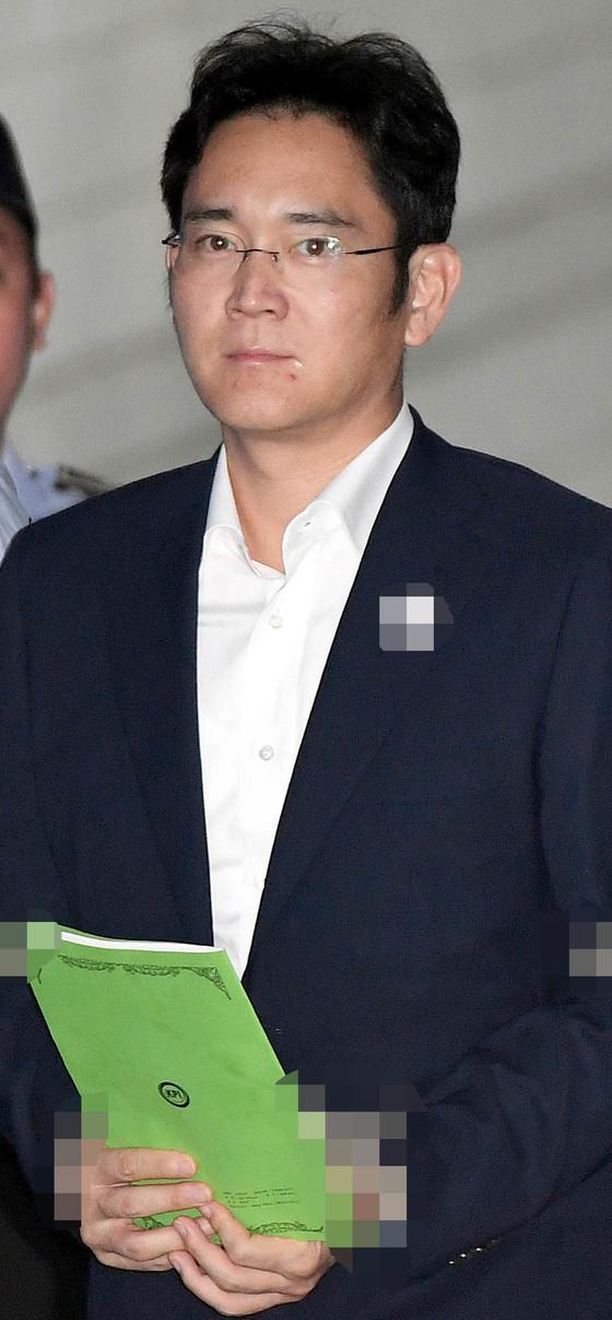 지난 7일 결심 공판에 출석할 때의 이재용 삼성전자 부회장. [중앙포토]