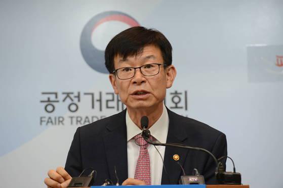 김상조 공정거래위원장이 7월 18일 정부세종청사에 '가맹분야 불공정관행 근절대책'을 발표하고 있다.[사진 공정거래위원회]