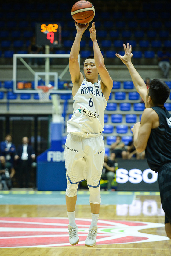 한국남자농구대표팀 허웅이 뉴질랜드와 3-4위전에서 3점슛 5개를 성공시키며 승리를 이끌었다. [사진 대한농구협회]