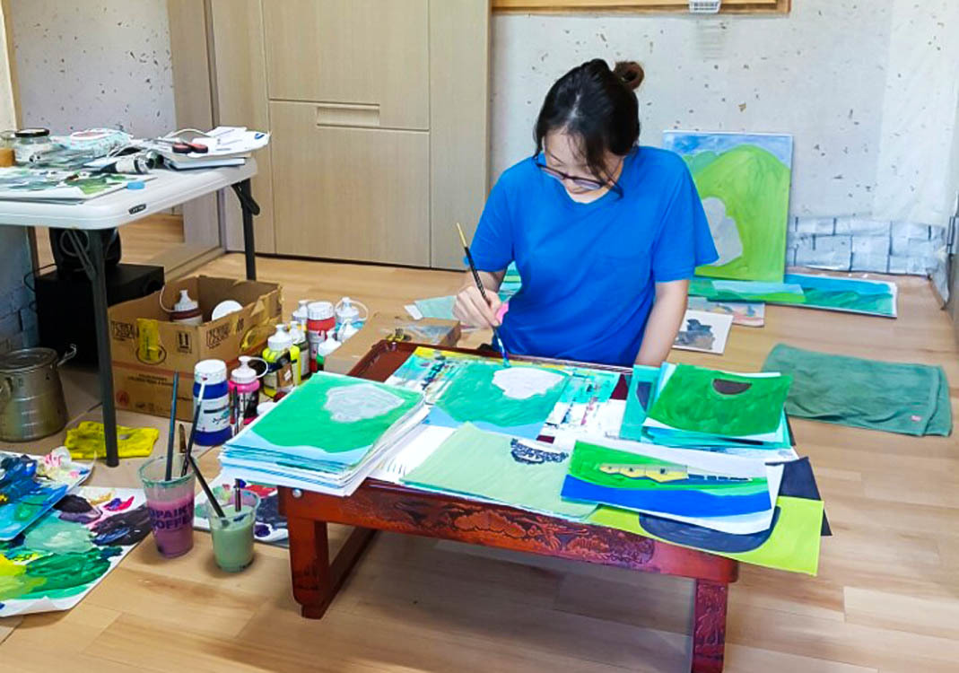 최규연(27·여) 작가가 그림을 그리는 모습. 완주=김준희 기자