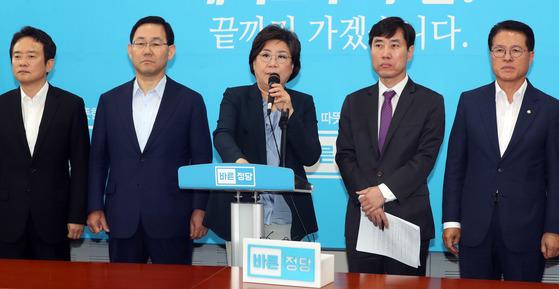 이혜훈 바른정당 대표(가운데) [중앙포토]