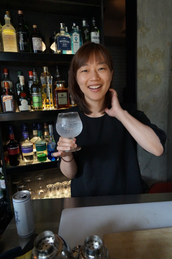 """잘 나가던 광고기획자에서 술집사장님으로 변신한 원부연(사진) 씨는 """"조금 더 어렸을 때 회사를 그만두지 못한 것이 아쉽다""""고 했다. 김현예 기자"""