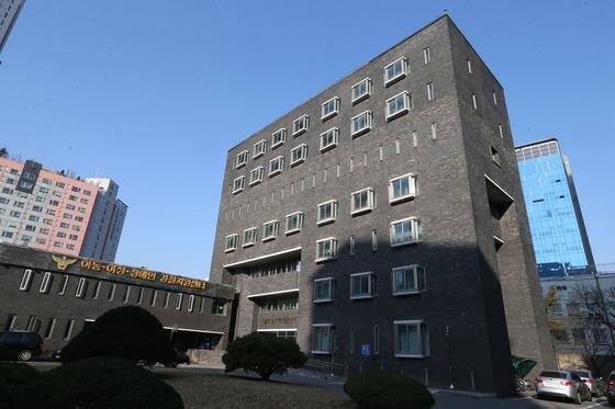 고 박종철씨 고문치사 사건이 발생했던 서울 남영동 대공분실. 현재는 서울 남영동 경찰청 인권보호 센터로 용도가 바뀌었다. 경찰청 인권침해사건 진상조사위 사무실도 이곳에 마련된다. [중앙포토]