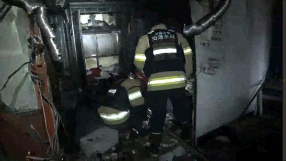 26일 오전 10시쯤 서울 도봉구 방학동의 다세대주택 지하 1층에서 가스폭발로 추정되는 화재가 발생했다. [사진 서울도봉소방서]