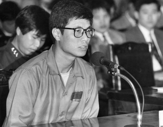 1991년 유서대필 사건에 연루돼 법정에 출석한 강기훈씨. [중앙포토]