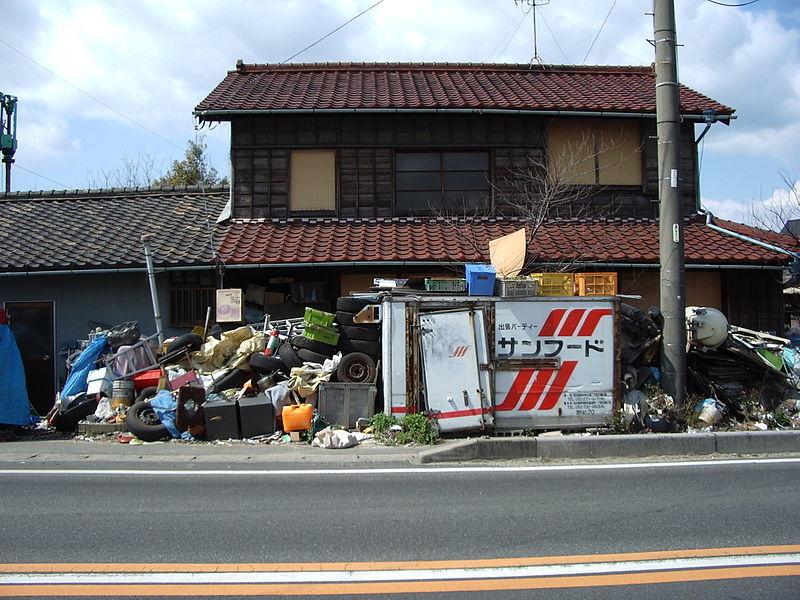일본에선 고령화로 쓰레기를 버리기 어려운 독거 노인 가구가 늘어나면서 일명 '쓰레기집'이 사회적 이슈로 대두됐다. [사진 위키피디아]
