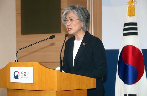 강경화 외교부장관이 28일 서울 종로구 외교부 청사에서 취임 후 첫 기자간담회를 열었다. 최정동 기자