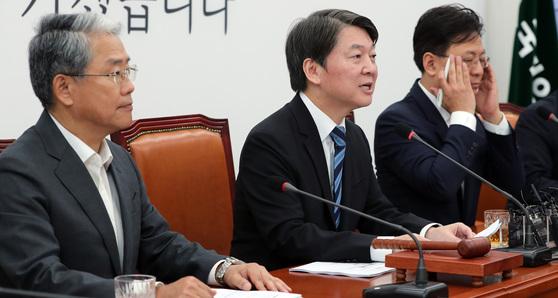 안철수 국민의당 대표가 28일 오전 취임 뒤 첫 최고위원회의를 주재했다. 안 대표가 모두발언을 하고 있다. 박종근 기자