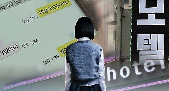 대구지법 형사1부는 가출한 10대 소녀에게 성매매를 강요하고, 폭행한 혐의로 기소된 20대 커플에게 3년 6개월을 선고했다. [중앙포토]