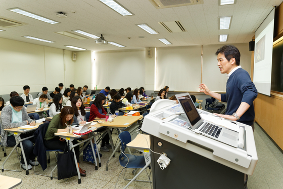 연세대의 한 강의실에서 학생들이 수업을 듣고 있다. [사진 연세대]