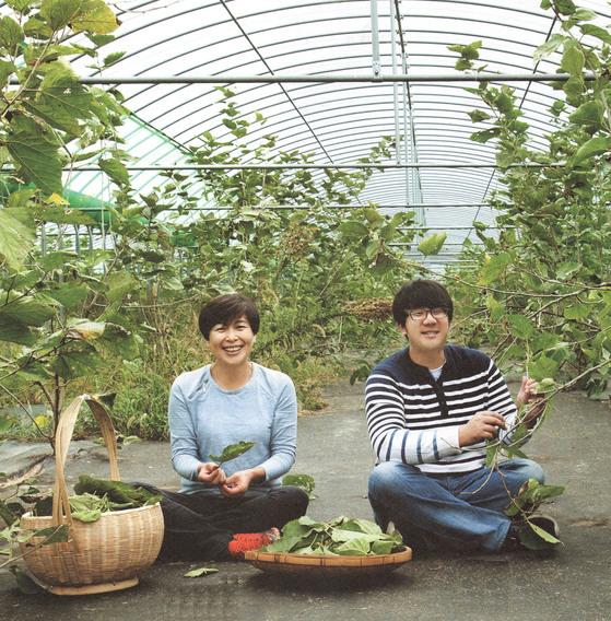 친환경 농법과 부지런한 발품 팔기로 먹을거리 창업에 성공한 청년 농부들.수미다정 김대슬 대표(오른쪽)와 어머니 채수미씨.[사진 각사]