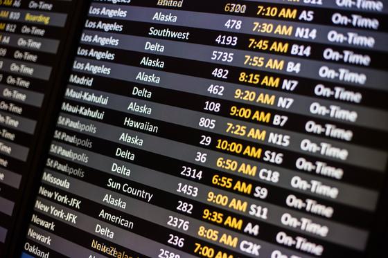 요즘 항공사들은 실제로 비행기를 띄우지 않는 노선 항공권도 판매한다. 제휴 항공사 좌석을 이용하는 '공동운항'을 통해서다. 비행기 편명 숫자가 네자리인 게 공동운항 편이다.