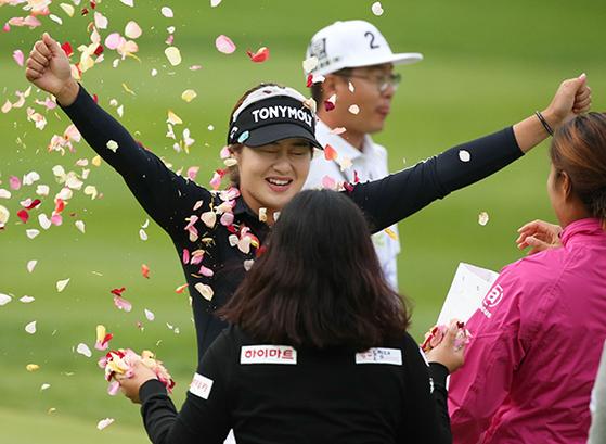 국내 여자투어(KLPGA)에서 시즌 3승째를 거둔 이정은. 어려운 가정 형편 속에서 다른 선수들보다 뒤늦게 골프를 시작했지만 남다른 노력으로 한국 여자골프의 새로운 스타로 떠올랐다. [사진 KLPGA]