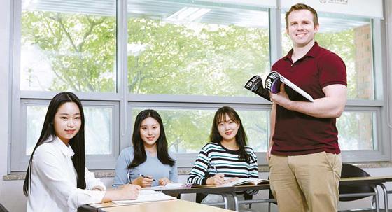 2020년 창학 100주년을 맞는 덕성여대는 '세계로 나아가는창의교육 선도대학'을 표방하며 혁신에 노력하고 있다. [사진 덕성여대]