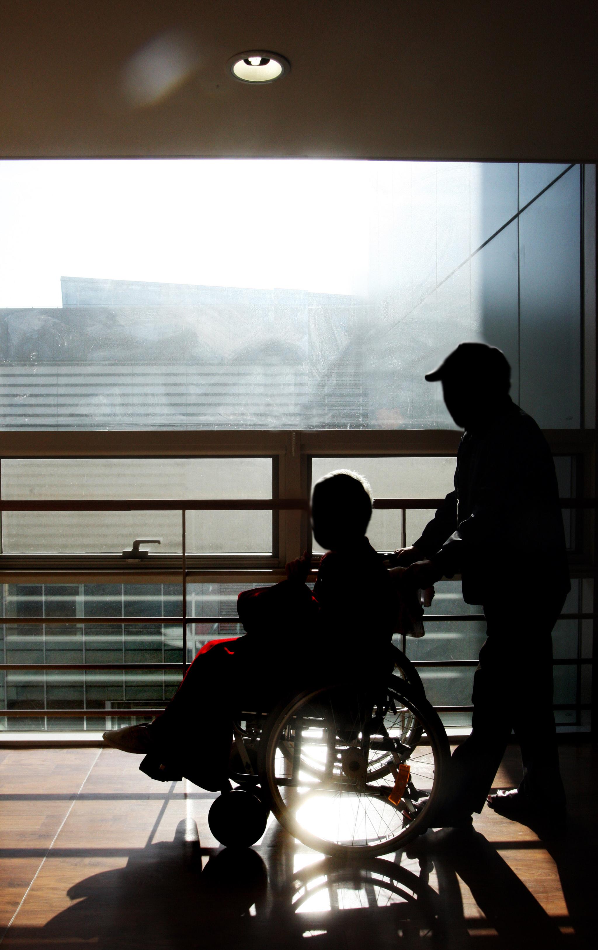 노인 진료비 증가 등에 따라 올해 상반기 건강보험 진료비가 34조원으로 집계됐다. [중앙포토]