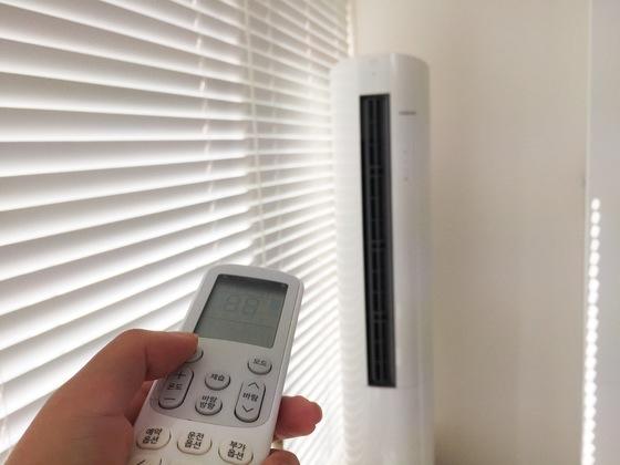 여름에 사용한 에어컨은 사용을 중단하기 전 반드시 내부 청소를 해 놓아야 세균, 곰팡이 발생을 방지할 수 있다.