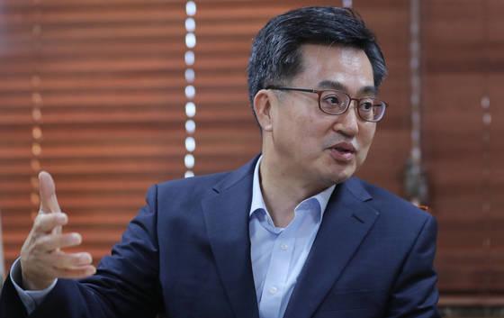김동연 부총리 겸 기획재정부 장관이 1일 정부서울청사에서 연합뉴스와 인터뷰를 하고 있다. [연합뉴스]