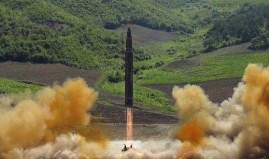 지난 7월 4일 북한이 대륙간탄도미사일(ICBM)급 '화성-14형'을 시험 발사하는 모습. [연합뉴스]