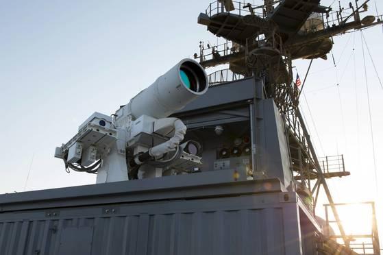 미국 해군이 상륙함인 폰스함에 실전 배치한 레이저 무기 체계(Laser Weapon System·LaWS).[EPA=연합뉴스]