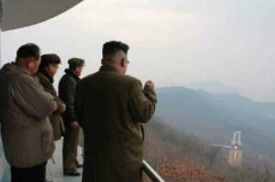 북한의 핵과 미사일 개발에 대한 우려의 메시지가 이어지는 가운데 북한이 지난 18일 미사일엔진연소 실험을 실시했다고 북한 언론들이 19일 보도했다.[사진 노동신문]