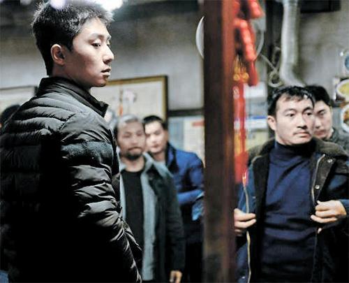 중국동포가 많은 대림동을 우범지대로 묘사해 논란이 일고 있는 '청년경찰' 한 장면. [영화 캡처]