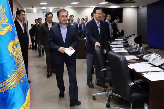 문재인 대통령은 3일 오후 청와대에서 북한의 6차 핵실험과 관련한 NSC 전체회의를 주재했다. 사진제공 청와대