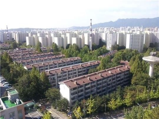 다음달부터 재건축을 위해 철거에 들어가는 서울 노원구 상계주공아파트 전경. [중앙포토]