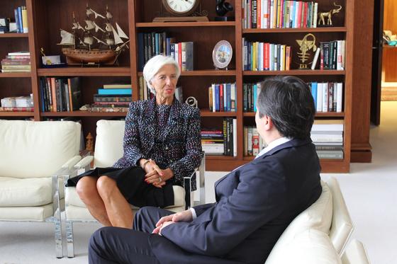 """크리스틴 라가르드 국제통화기금(IMF)총재는 지난 1일 워싱턴 IMF본부에서 가진 본지와의 단독 인터뷰에서 """"방한 기간 중 한반도 안보문제에 대해서도 귀담아 듣겠다""""고 말했다. 사진=이광조 기자"""