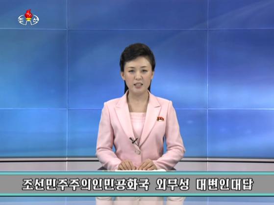 지난 7월 북한조선중앙TV가외무성 대변인 발언을 조선중앙통신사 기자와 문답을 통해 전달하고 있다. [연합뉴스]