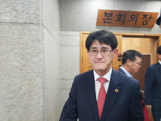 레밍 발언으로 논란이 된 충북도의회 김학철이 4일 충북도의회에서 출석정지 30일의 징계를 받았다. 최종권 기자