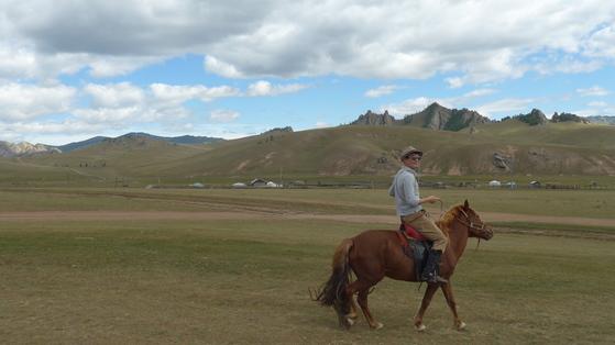 몽골 테를지 국립공원에서 촬영한 사진. 몽골이 좋은 이유는 꼭 봐야할 것이 그다지 많지 않은 곳이기 때문이다. 계획 없이 훌쩍 떠나기 좋다.[사진 오영욱]