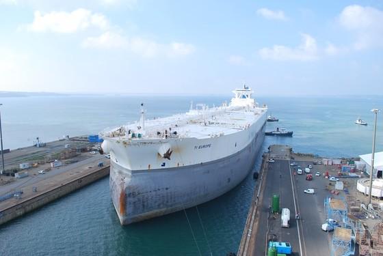 지난달 10일 중국 닝보항에 입항한 'TI 유럽'. 한번에 300만 배럴의 원유를 실을 수 있으며 세계에서 가장 큰 유조선이다. [사진 www.marine-marchande.net]
