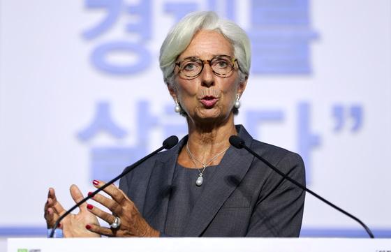 크리스틴 라가르드 IMF 총재가 6일 서울 소공동 롯데호텔에서 열린 '2017 한국 여성 금융인 국제 컨퍼런스-여성이 경제를 살린다'에 참가해 기조연설을 했다. 박종근 기자