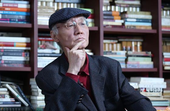 지난 1월 중앙SUNDAY와 인터뷰했을 때의 마광수 교수. 이미 그때도 우울증을 앓고 있었다. 한 시대를 상징했던 또 하나의 영웅이 퇴장했다. [중앙포토]