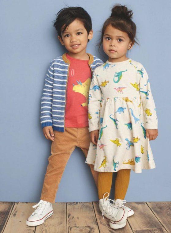 존 루이스 백화점이 런칭한 유니섹스 아동복. 여아의 드레스에 공룡이 그려져 있다. [존 루이스 백화점]