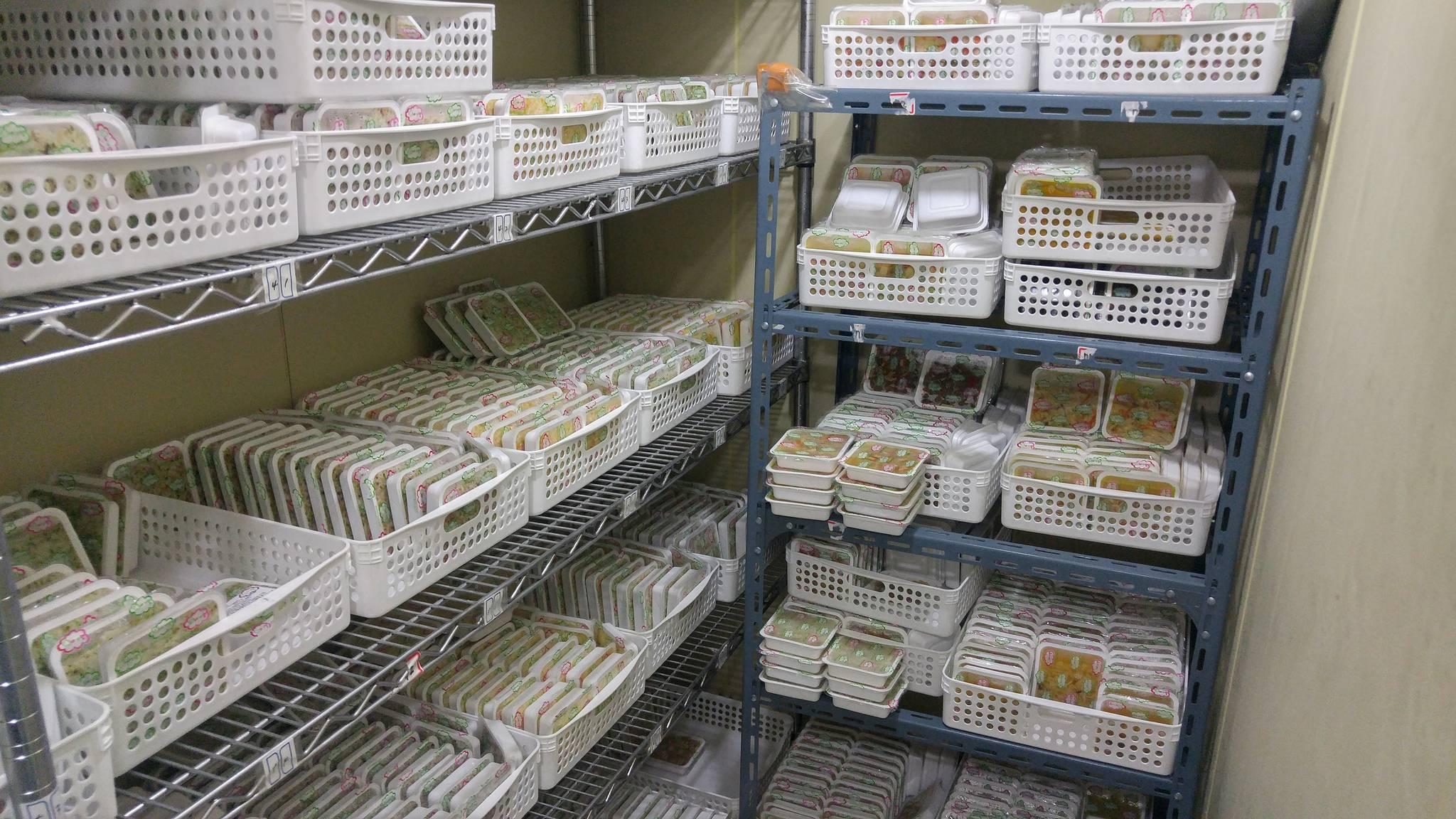 경기 남양주시 한 업체에서 온라인 판매를 목적으로 냉장보관 중인 '무표시 제품'들. 제품명·제조회사·제조일자·유통기한 등이 표시되지 않아 식품위생법 위반에 해당한다.[사진 식품의약품안전처]