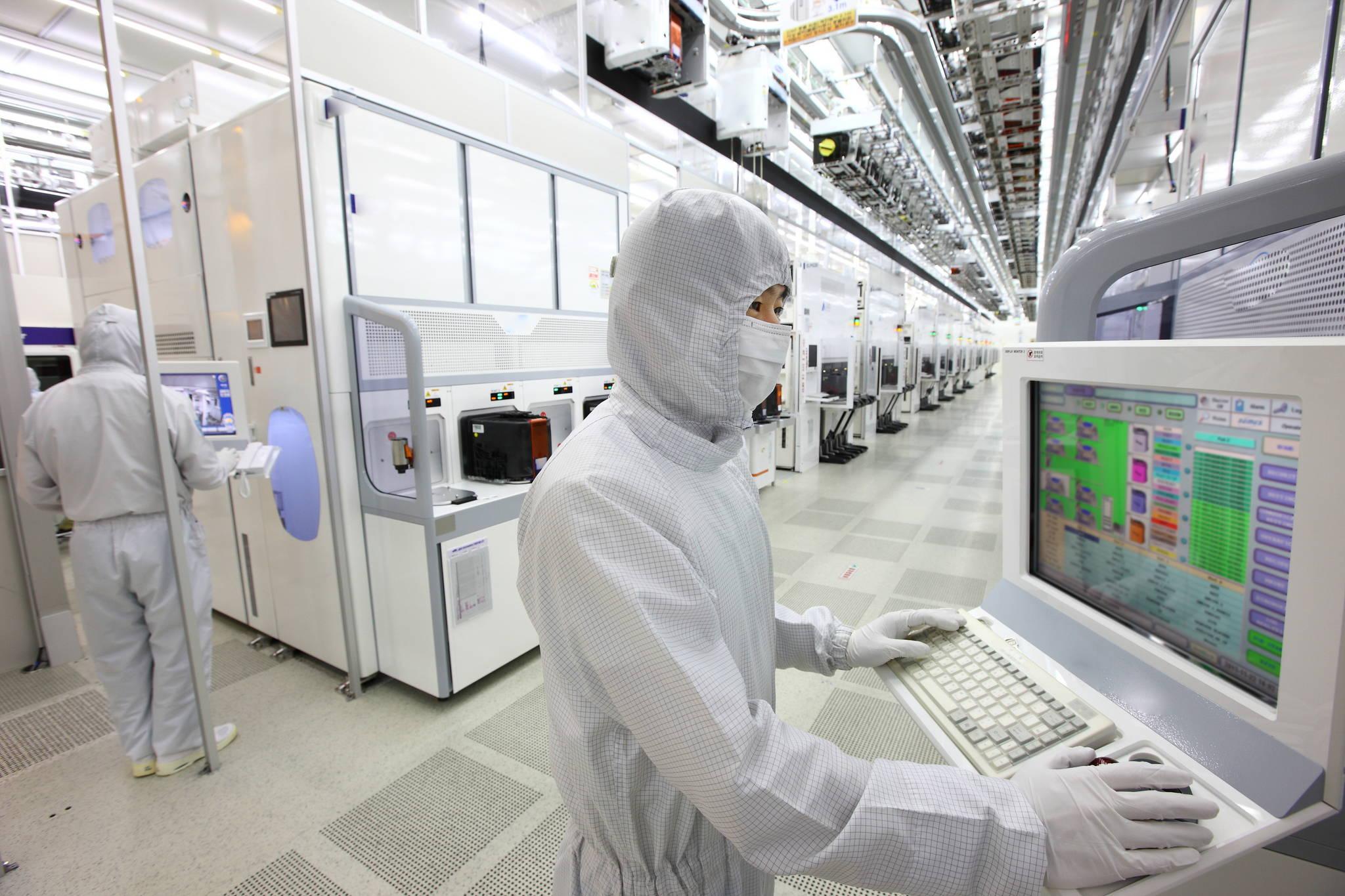 평택 반도체 공장과 밀접한 삼성전자 화성 반도체 15라인의 내부 전경. [사진 삼성전자]