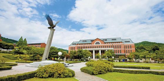 연세대 원주캠퍼스는 4년제 보건·의료 분야 전공 개설, 캠퍼스 학사 교류, 복수전공 같은 글로벌 융·복합 시대에 맞는 다양한 특성화 교육 프로그램을 운영하고 있다.