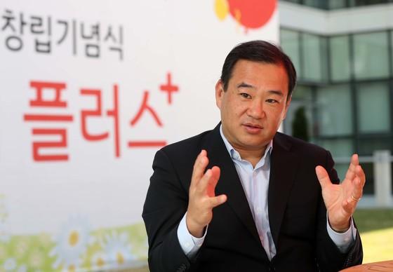 """지난 4일 서울 등촌동 홈플러스 본사에서 만난 김상현 대표는 """"대형마트의 생존법은 결국 신선도와 쇼핑하기 편한 환경조성""""이라고 말했다. [김상선 기자]"""